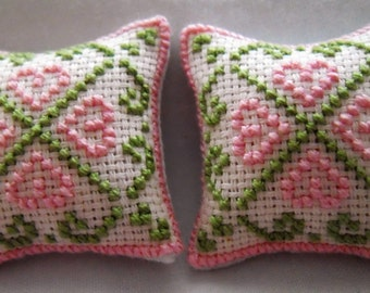 Dolls House Cushions Cross Stitch Pink Hearts Pattern 1/12th scale