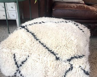 """Handmade and unique Beni Ouarain Moroccan pouf,poef,osmane,puff,ottoman,foot stool,floorpillow """" Comes with filling"""""""