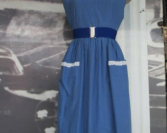 50s blue sky cotton dress/Wide scoop neck with lace/Patch pockets/Size 4-6 US/Abito cotone azzurro anni 50 con rifiniture in trina.Tg.38-40