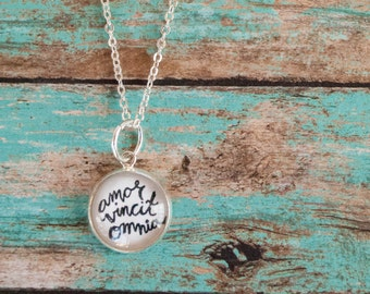 Love Wins Latin Quote Necklace, Amor Necklace, Love Message for Her Jewelry, Bestfriend Gifts, 602008