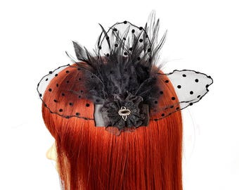 Gothic headpiece with feathers and tulle point