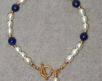 Freshwater pear & lapis lazuli bracelet - g0453b01