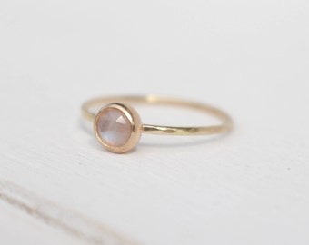 14 k yellow Gold Ring moonstone