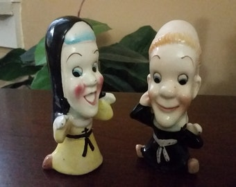 Vintage Nun and Priest Salt and Pepper Shaker.  Anthropomorphic Nun and Priest Figurines.  50's Kitschy Salt and Pepper Shakers.