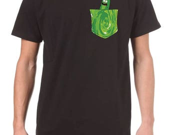Pickle Rick portale tasca uomo t-shirt, Rick & Morty t-shirt stagione 3