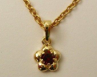 Solid 9ct Yellow Gold January Birthstone Daisy Garnet Pendant