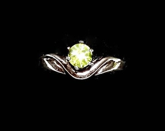 SILVER PERIDOT RING Size 5 Vintage Silver Ring Peridot Solitaire August Birthstone Green Ring