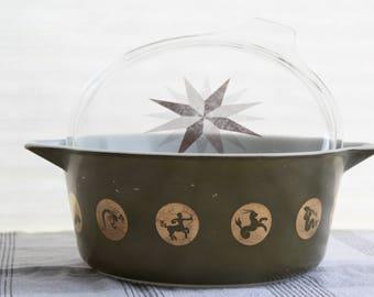 1961 Promotional Pyrex Zodiac Signs Casserole Dish 2.5 Qt Gold Green Original Lid