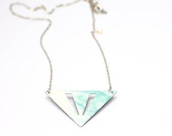Chain triangle metal white/turquoise