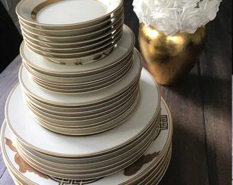 Fitz and Floyd: Golden Heron 32 plate SET