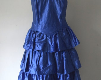 80s Vintage Party Dress / Purple / Disco / Sweatheart Neckline / Ruffled skirt / Woman / M to L