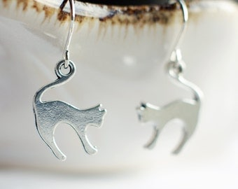 Silver cat earrings | Cat jewellery | Kitten earrings | Gift for cat lovers | Sterling silver animal earrings | Hypoallergenic | Leverback