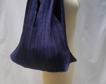 ISSEY MIYAKE vintage dark blue pleated handbag / shoulder bag with black leather handle