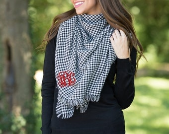 Monogrammed Black Houndstooth Blanket Scarf..Trendy Fall Scarf..Cozy Personalized Blanket Scarf..Versatile Scarf