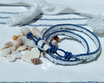 Bracelet female two-round in blue leather and white cubes beads 3 mm