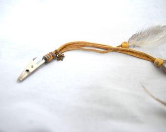 Honey bee roach clip / alligator clip