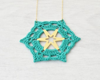 Emerald crochet necklace, crochet jewelry, gioielli uncinetto, art jewelry, unique necklace, crochet pendant, macrame necklace, cotton lace