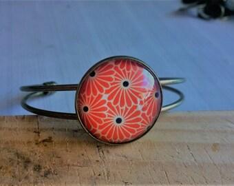 Flower bracelet, flower power, modern glass cabochon, brass