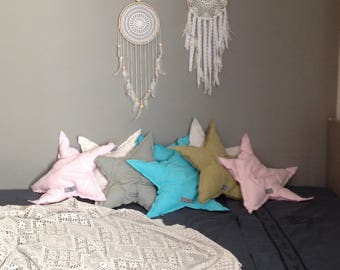 Star cushion in linen.
