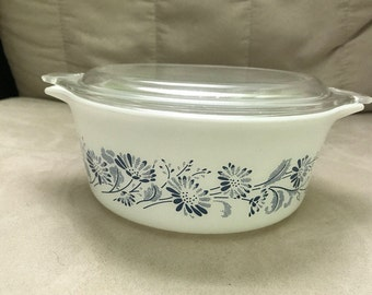 Colonial Mist Pyrex Casserole Dish with Lid