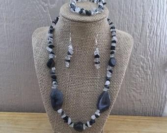 52: Necklace, Bracelet, Earrings Set
