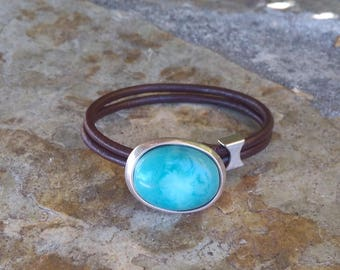 Bracelet resin blue and brown leather