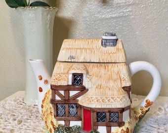 Cute Cottage - vintage teapot