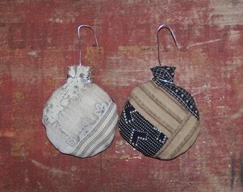 2 Rustic Ornaments, Round Antique Quilt Ornaments, Farmhouse Christmas, Farmhouse Decor, Black White Tan - READY to SHIP