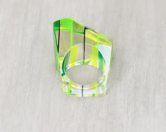 Vintage Chunky Lucite Ring - neon yellow green striped clear plastic statement ring -  Size 5.5