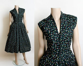 Vintage 1950s Dress - Black Floral Print Cotton Day Dress with Tiny Garden Flowers, Pleat Shoulders and Big Pockets - Medium Small