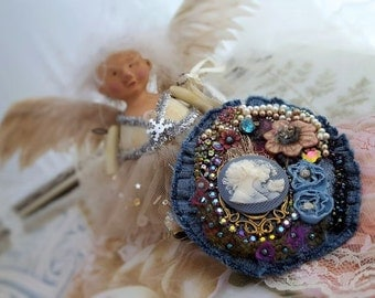 Mother daughter brooch, sisters brooch, cameo brooch, best friend, women bead embroidery pin, textile brooch, Victorian denim gift for her
