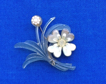Vintage Plastic Flower Pin 40s 50s So Wonderful for Jacket, Dress, Blouse Fashion Clothing Accessory