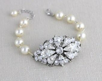 Crystal Bridal bracelet, Wedding bracelet, Wedding jewelry, Cuff bracelet, Swarovski crystal bracelet, Pearl bracelet, Couture bracelet