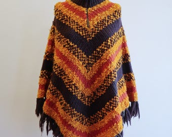 CHEVRON stripe 60s / 70s textured knit boho poncho fringe hippie shawl OS Small / Medium
