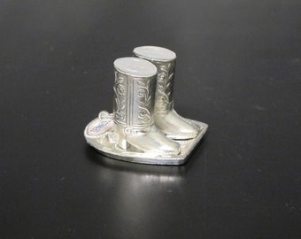 Miniature Cowboy Boots Salt & Pepper Shakers with Horseshoe Stand / Vintage Silver Plated Metal Figurines Western Kitchen Country Home Decor