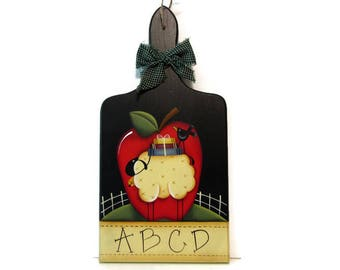 Prim Apple, Sheep Bread Board, Handpainted Wood Sign, Hand Painted Primitive Home Decor, Wall Art, Tole Decorative Painting, B1