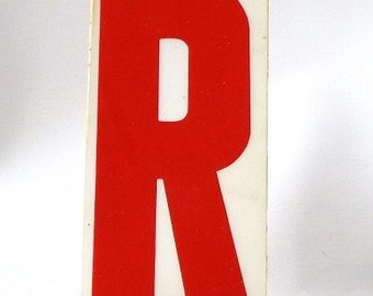 """vintage 70s letter R sign acrylic industrial marquee plastic red on white aged 6.5"""" tall decorative home decor church object distressed"""