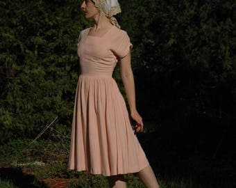 Size XS... Vintage 1950s Blush Pink Day Dress... Soft And Dreamy Color... Gorgeous Tailoring
