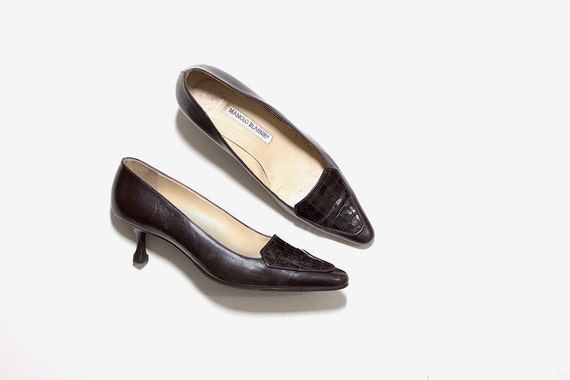 Vintage Manolo Blahnik Heels 7 / Brown Leather Pumps / Leather Kitten Heels / Pointed Toe Heels