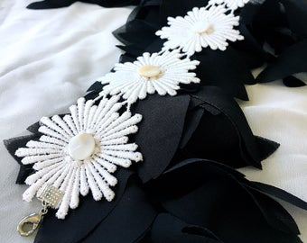 white lace choker // flower choker // floral necklace // wedding necklace // boho choker // wide lace choker // white witch gothic necklace