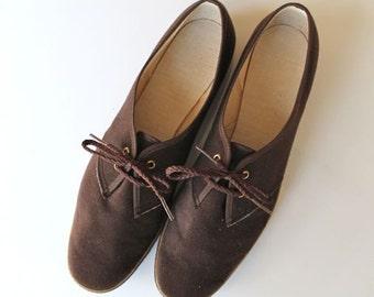 vintage velvet shoes - ESPRESSO brown lace up flats / sz 10-10.5