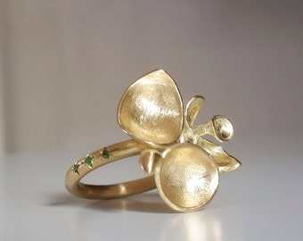 Buds Ring in 18k Solid Gold . Gold Flower Ring . Leaf Ring . Organic Jewelry . Handcrafted Fine Jewelry . Cocktail Ring . Gold Petals