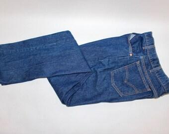 vintage 80's - 90's -Levi's- 505 'Orange' tab 5 pocket jeans. Dark Indigo Blue...just getting broken in. 33 x 34. Made in USA