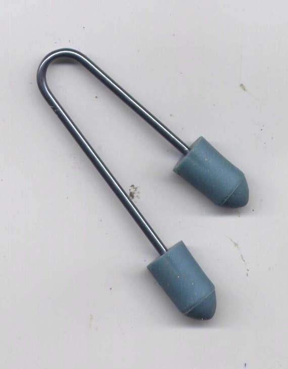 Cable knitting needle tool with point protectors