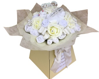 New Baby Gift - Baby Clothes Bouquet - Baby Shower Gift - Diaper Cake - Unisex - 19 items of Baby Clothes - Neutral Baby Gift