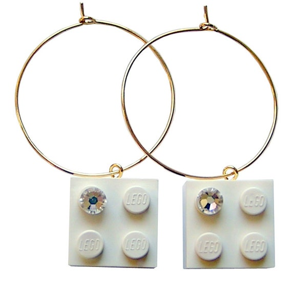 White LEGO (R) brick 2x2 with a Diamond color SWAROVSKI crystal on a Silver/Gold plated hoop