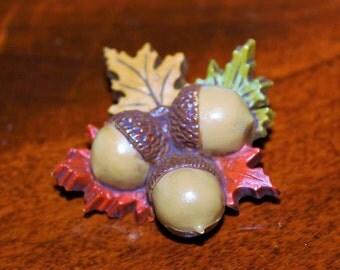 SALE! Vintage Designer Acorn Celluloid Amazing Leaf Brooch BU20