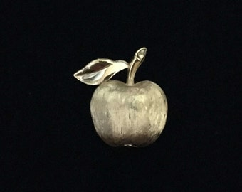 Vintage 1950's Trifari© Brushed Gold Tone Apple Brooch/Lapel Pin (Tier 3)