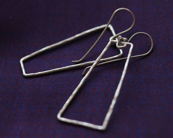 """Hammered silver wire trapezoid shape """"Opposite"""" earrings (E0177)"""