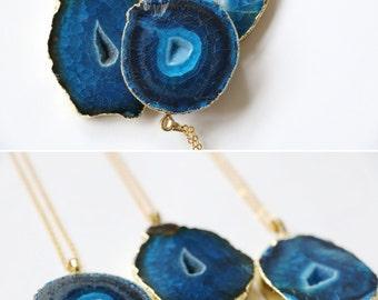 Blue agate necklace, Blue agate geode necklace, Raw crystal necklace, Blue quartz necklace, Agate geode pendant, Gemstone necklace, Boho